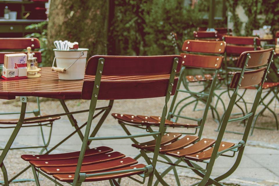Gartentisch ist das smarteste Möbelstück im Garten